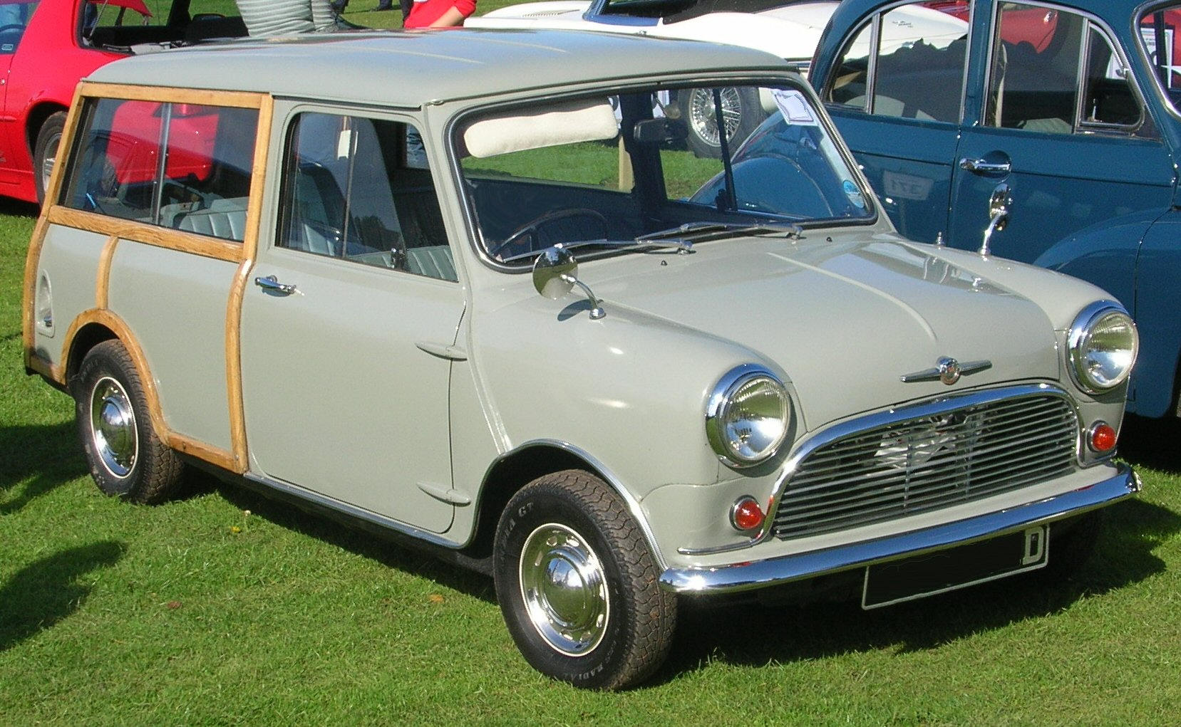 morris mini minor traveller 1966