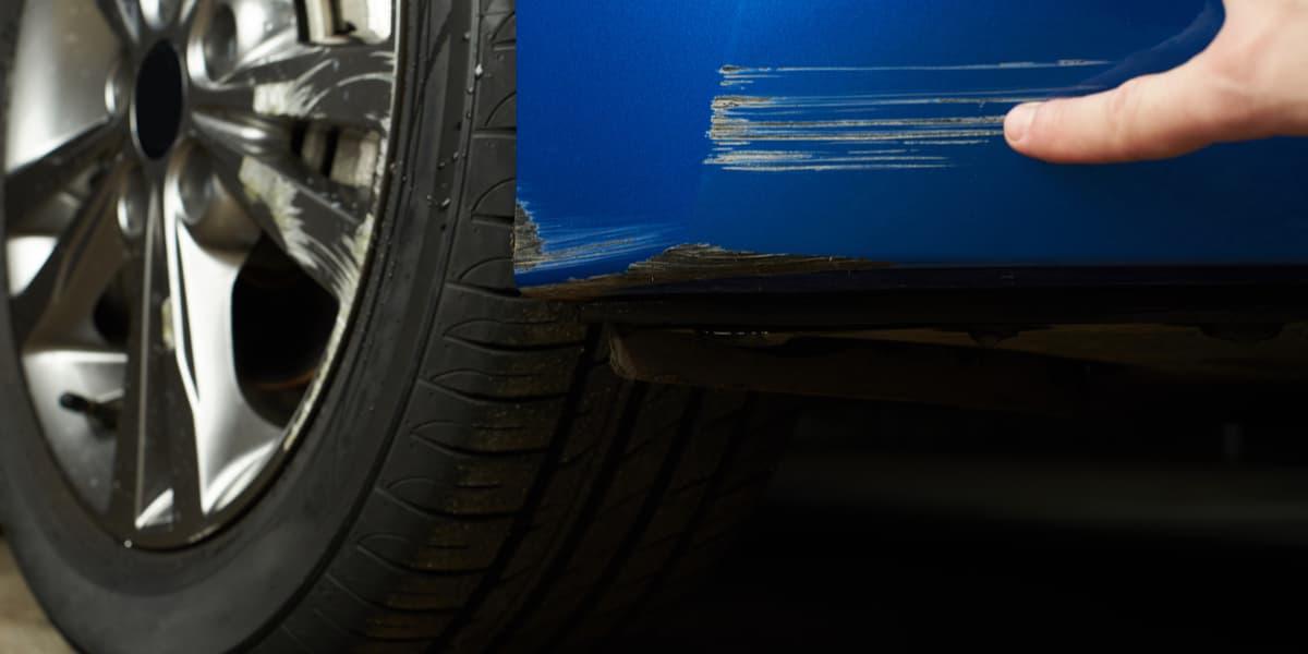 Insetti sull'auto, come pulire la carrozzeria senza fare danni