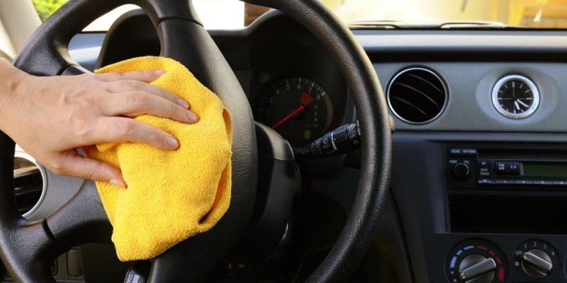 Come pulire il volante in pelle