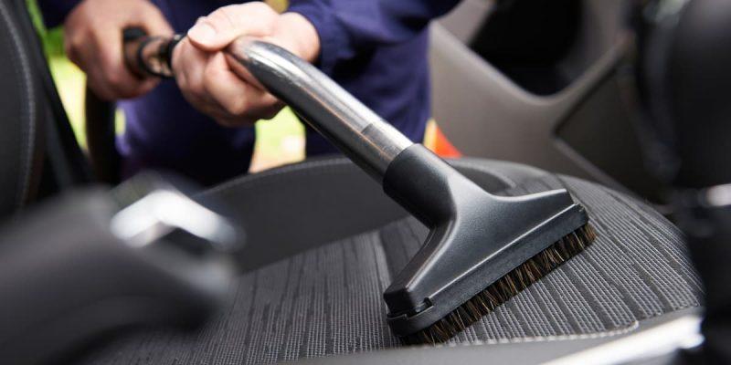 Come pulire gli interni di un'auto
