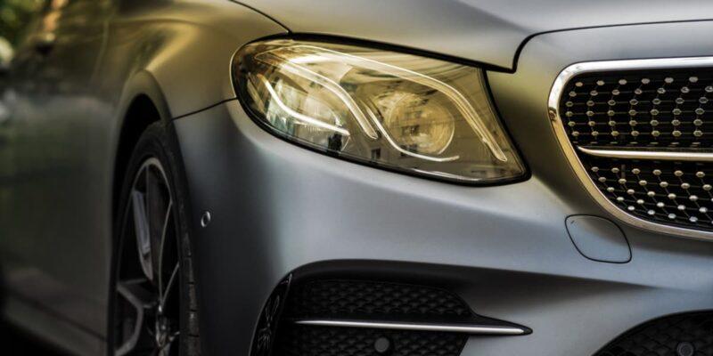 Mercedes vs Jaguar storia di una battaglia pubblicitaria