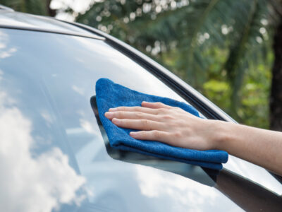 come pulire i vetri dell'auto
