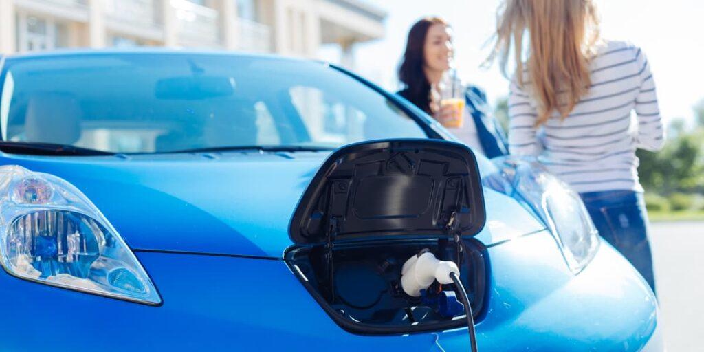 Le tempistiche per adattarsi ll'AVAS per le auto green