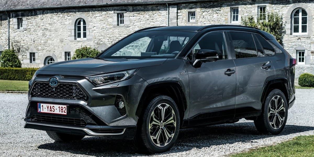 Toyota RAV4 Plug-in Hybrid migliori SUV ibridi