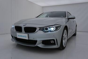 Visione frontale di BMW Serie 4