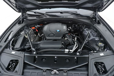 BMW Serie 5  Vano motore