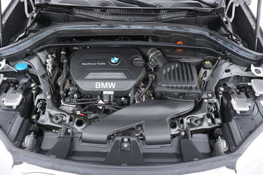 BMW X1  Vano motore