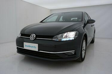 Visione frontale di Volkswagen Golf
