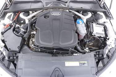 Audi A4  Vano motore