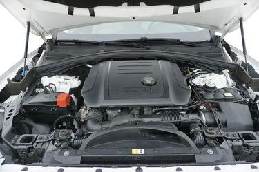 Jaguar F-Pace  Vano motore