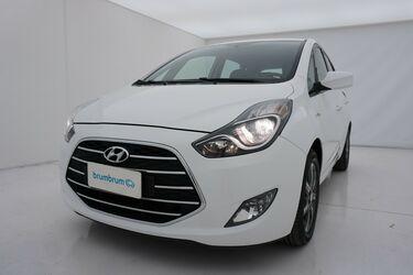 Visione frontale di Hyundai ix20