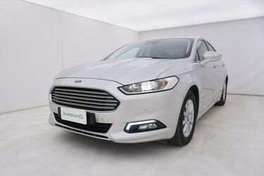 Visione frontale di Ford Mondeo