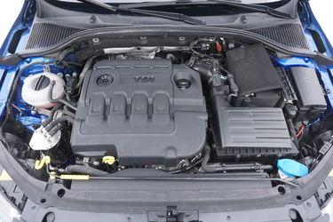 Skoda Octavia  Vano motore