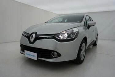 Visione frontale di Renault Clio