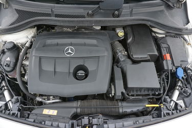 Mercedes Classe B  Vano motore
