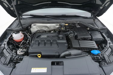 Audi Q3  Vano motore