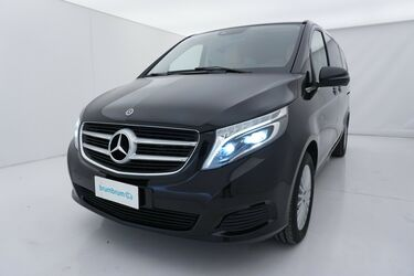 Visione frontale di Mercedes Classe V