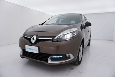 Visione frontale di Renault Scénic