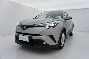 Visione frontale di Toyota C-HR