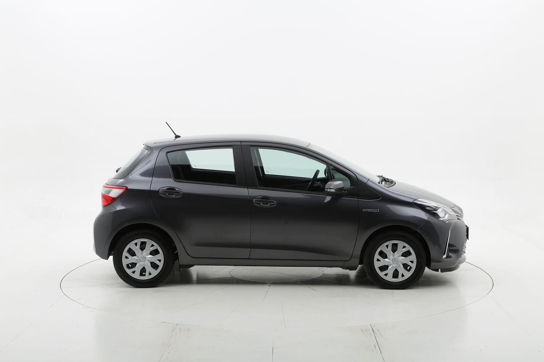 Toyota Yaris hybrid Business km 0 ibrido benzina grigia