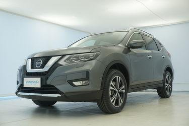 Visione frontale di Nissan X-Trail
