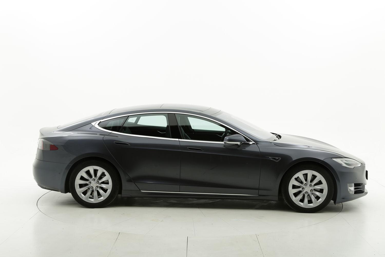 Tesla S elettrico grigia a noleggio a lungo termine