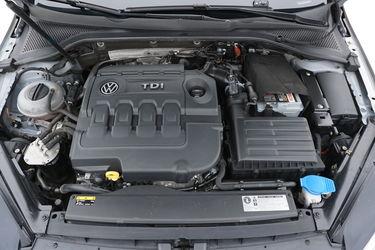 Volkswagen Golf  Vano motore