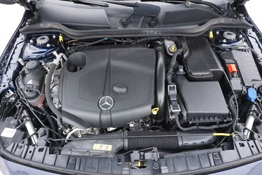 Mercedes GLA  Vano motore