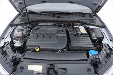 Audi A3  Vano motore