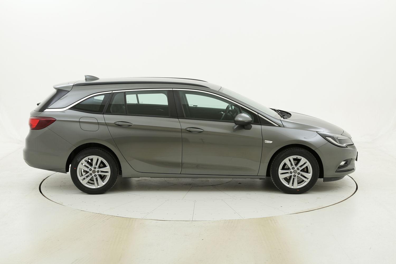 Opel Astra usata del 2017 con 64.141 km