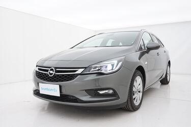 Visione frontale di Opel Astra