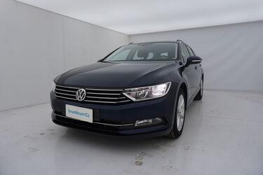 Visione frontale di Volkswagen Passat