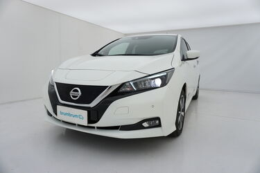 Visione frontale di Nissan Leaf