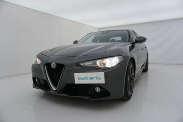 Visione frontale di Alfa Romeo Giulia