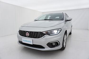 Visione frontale di Fiat Tipo