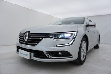 Visione frontale di Renault Talisman