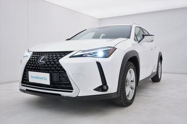 Visione frontale di Lexus UX