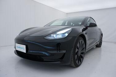Visione frontale di Tesla Model 3